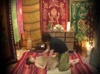 タイ古式マッサージで中出しされる美人客