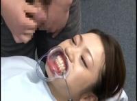 「え、、、え…うそ///」歯医者で口を開けられたままそのままザーメン流し込まれる美女たちw